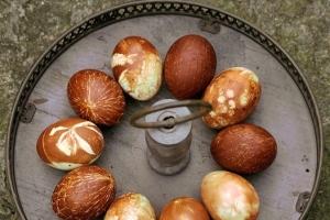 Pasen: Gemarmerde eieren - mamaliefde