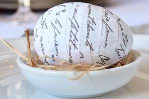 Pasen: Modpodge French Script eieren - mamaliefde