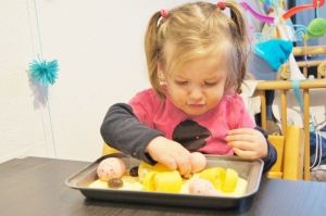 Pasen; Sensopatisch spelen met eieren - mamaliefde