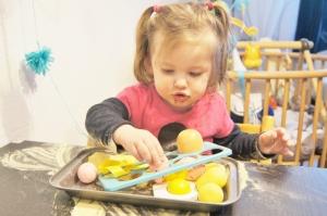 Pasen: sensopatisch spelen met eieren - mamaliefde
